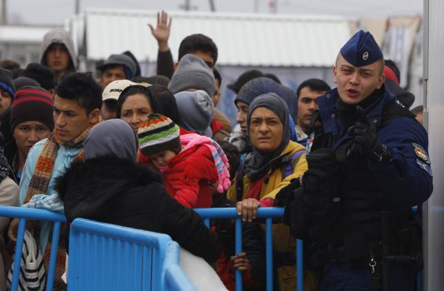 Венгрия призывает к более жесткому контролю в отношении потока мигрантов на Балканах