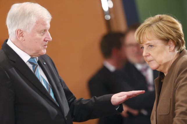 Ангела Меркель сталкивается с открытой политической враждебностью