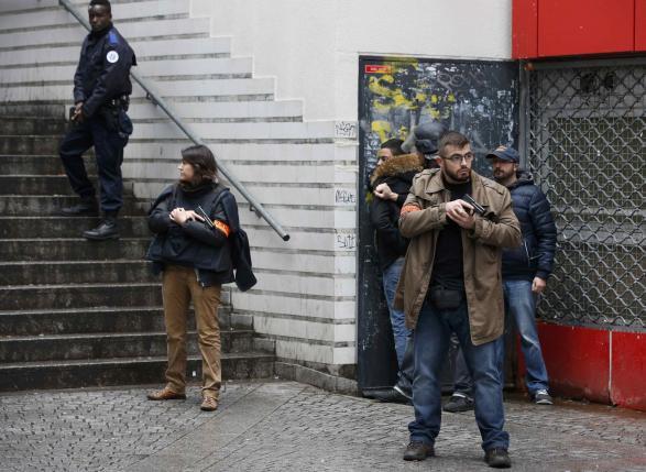 Французская полиция застрелила нападавшего на полицейский участок в Париже