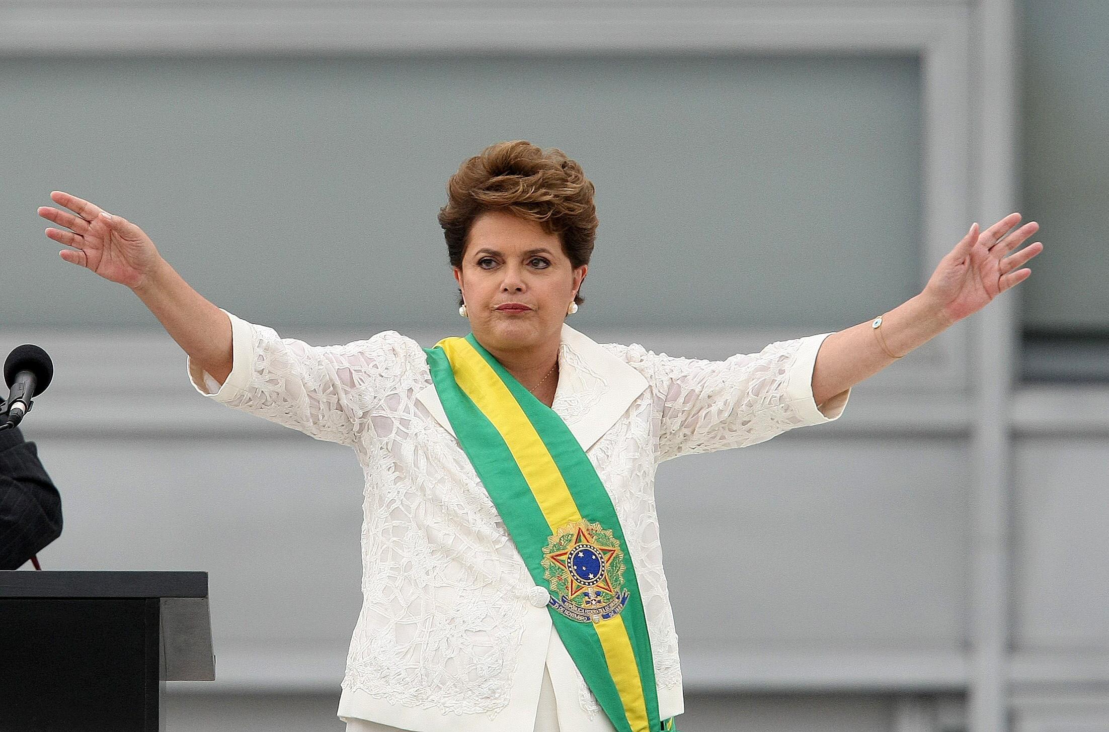 DILMA ROUSSEFF, LA PRIMERA MUJER EN LA JEFATURA DE ESTADO DE BRASIL