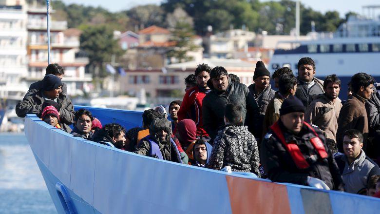 Итальянские береговые службы спасли 900 мигрантов