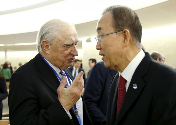 Peter Sutherland talks with Ban Ki-moon before the meeting on global responsibility sharing through pathways for admission of Syrian refugees, at the United Nations in Geneva