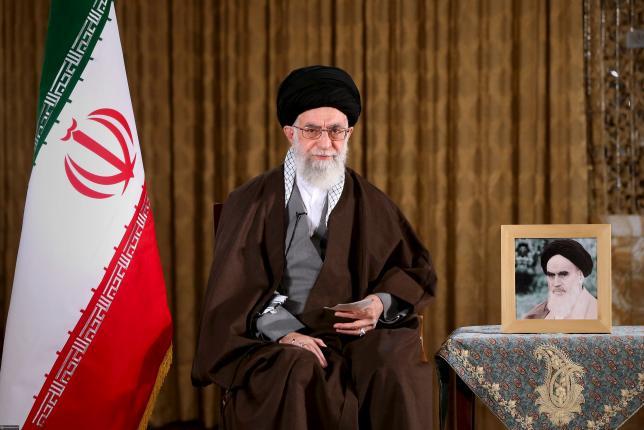 Хомейни высказывается за «грубую» силу