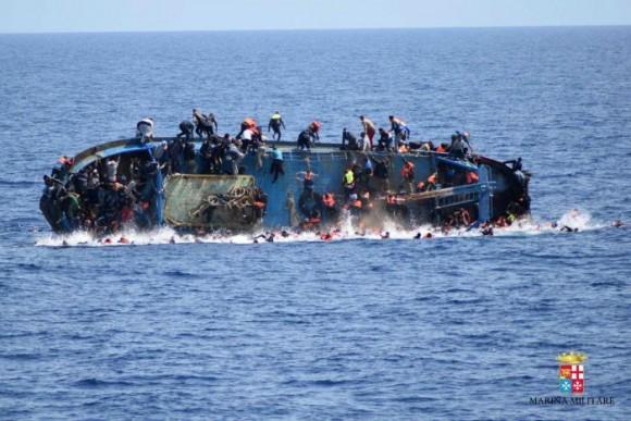 Итальянская береговая охрана спасла две тысячи мигрантов