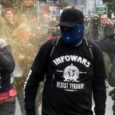 Демонстрации сторонников и противников миграции закончились столкновениями