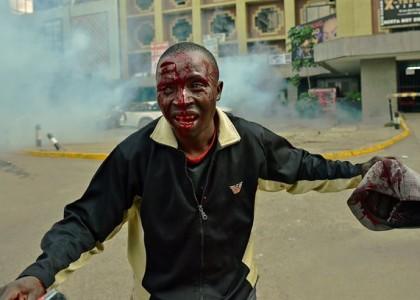 В Кении полицейские избили протестующих