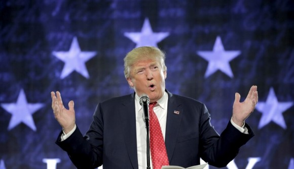 Трамп заигрывает с военными. Выборы близко.