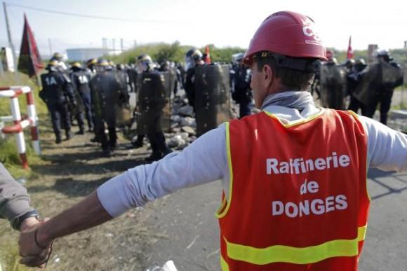 Франсуа Олланд высказывается за прекращение забастовок