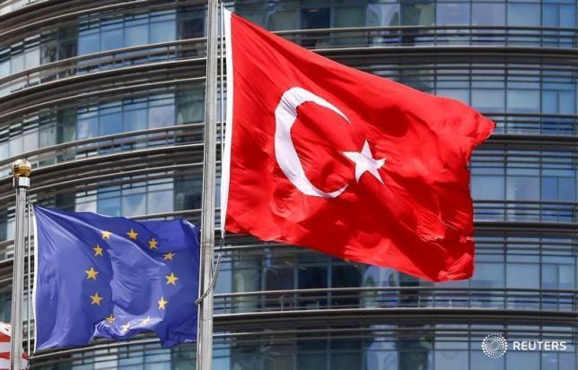 Безвизовый режим закрыт для Турции до 2017 года