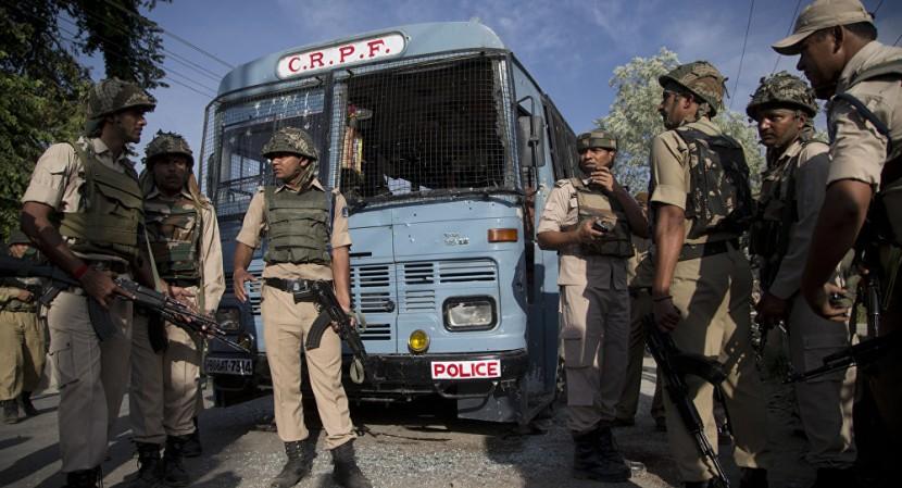 Исламисты напала на полицейский конвой в Кашмире