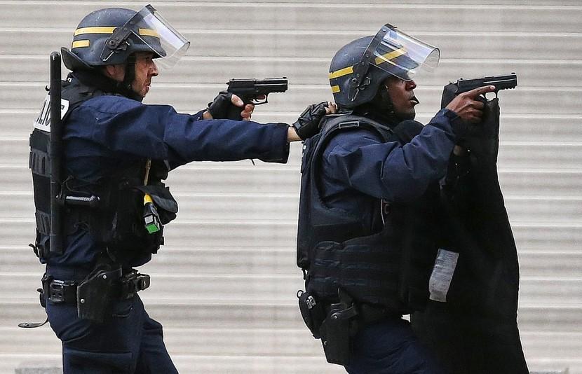 Евро-2016 омрачено терактом и депортацией российских болельщиков