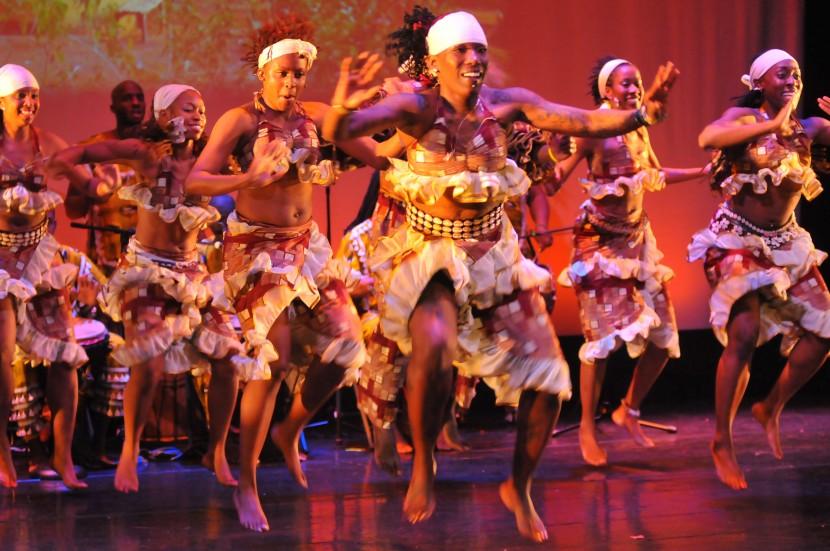 В Гамбии запретили музыку и танцы