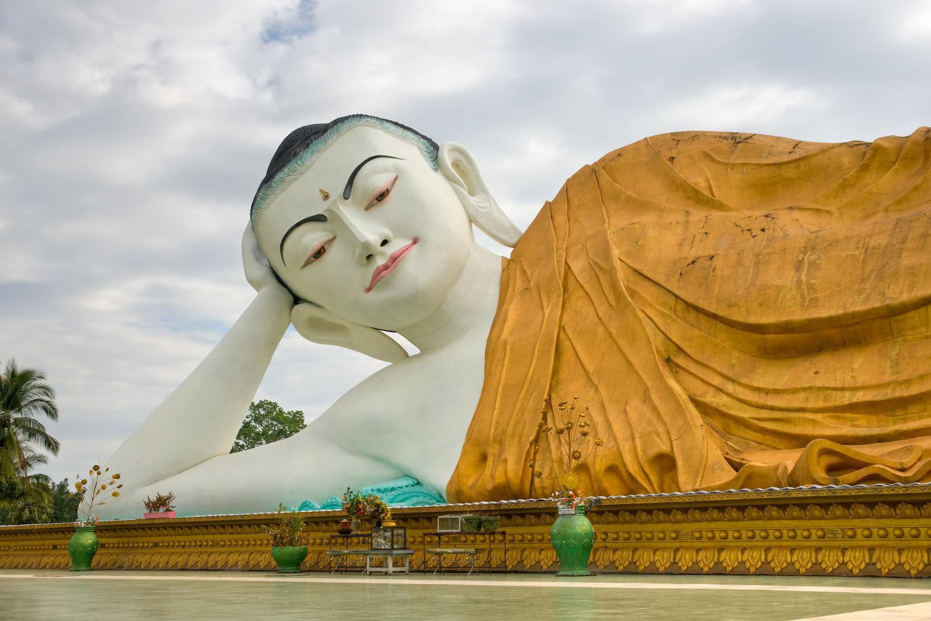 Myanmar-Bago-Schlafender-Buddha-24086986