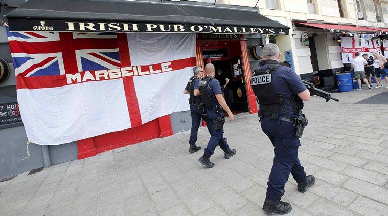 Французская полиция разогнала толпу английских футбольных фанатов