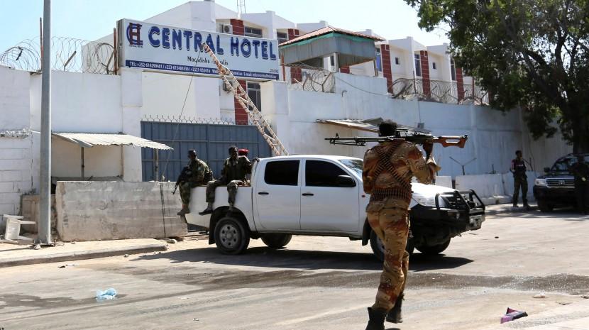 Террористы захватили отель в столице Сомали