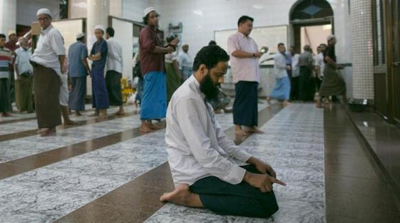 В Мьянме радикалы разрушили мечеть