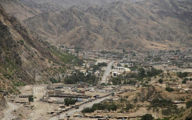 An overview of the border between Pakistan and Afghanistan in Torkham