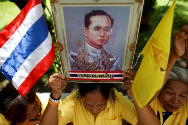 Король Таиланда идет на поправку