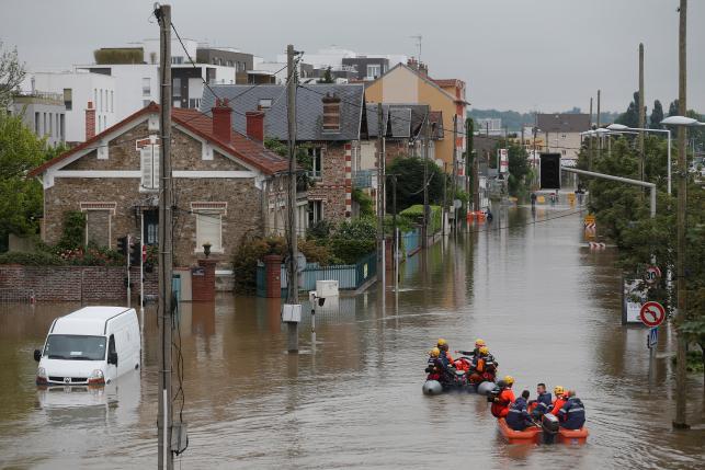 Наводнения во Франции постепенно стихают