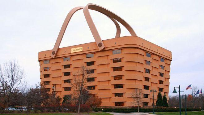 В США продают здание в форме корзины