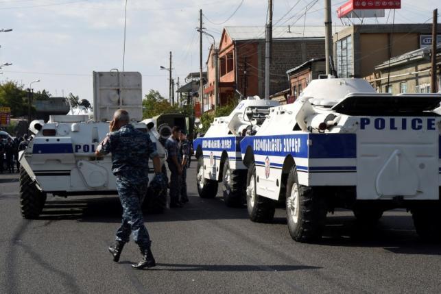 В Ереване вооруженными оппозиционерами захвачено полицейское управление