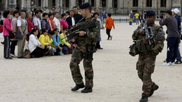 В Париже после терактов стало меньше туристов
