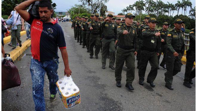 Колумбия и Венесуэла договорились открыть границу