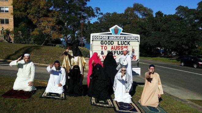 Австралийские антиисламисты устроили шоу в церкви