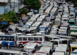 Столица Венесуэлы была заблокирована бастующими водителями автобусов