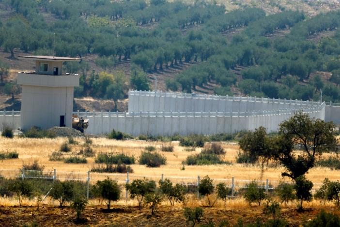 Турция доконца зимы завершит строительство стены вдоль Сирии
