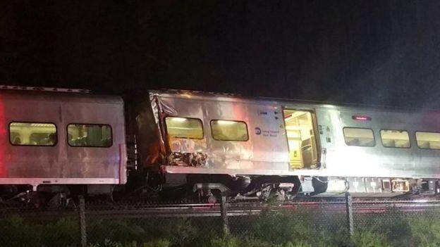 В США поезд сошел с рельсов, десятки пострадавших