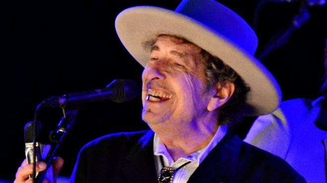 Боб Дилан наконец-то прокомментировал вручение ему Нобелевской премии