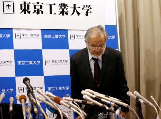 Японский биолог получил Нобелевскую премию помедицине