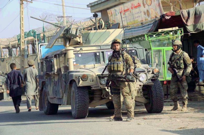 Мирное население города Кундуз спасается бегством