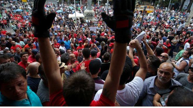 В Рио бастующие силовики захватили здание Ассамблеи штата