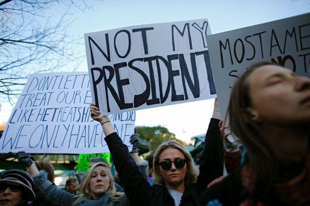 Клинтон расплакалась: Обама иФБР оказались виновными веепоражении