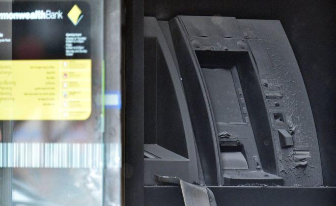В Австралии нелегальный мигрант поджег себя в отделении банка