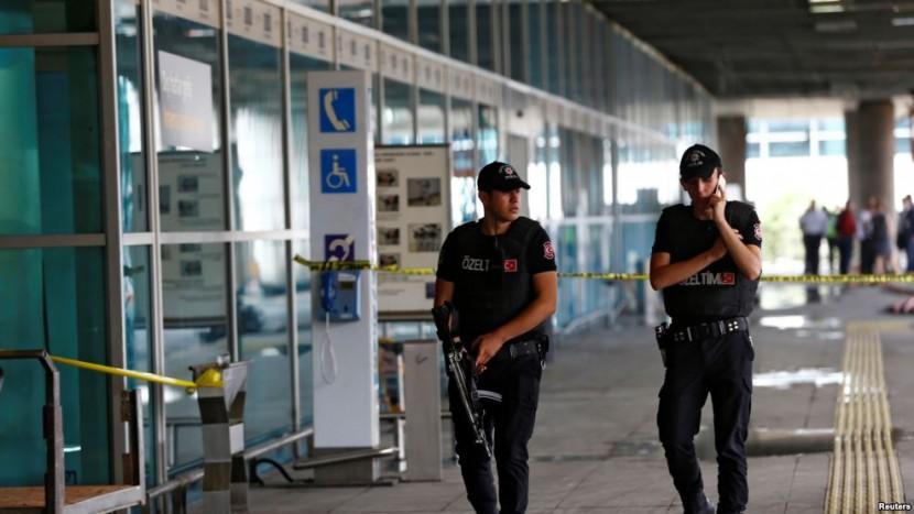 Вблизи аэропорта Ататюрк арестовано два человека