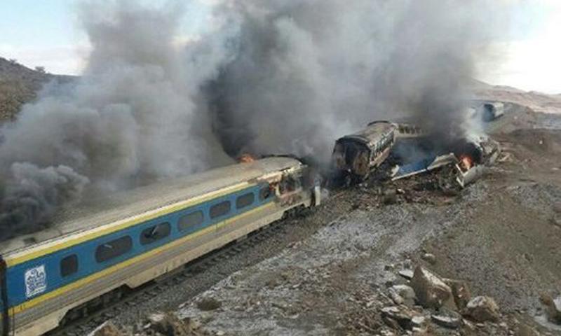 В Иране столкнулись два пассажирских поезда