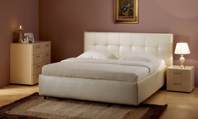 Как насчет комфортной деревянной кровати в спальню?