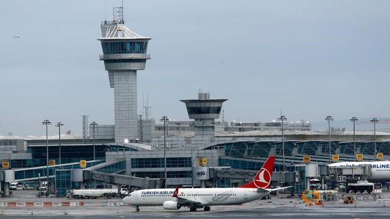 Заезд ваэропорт Ататюрка вСтамбуле заблокирован после стрельбы