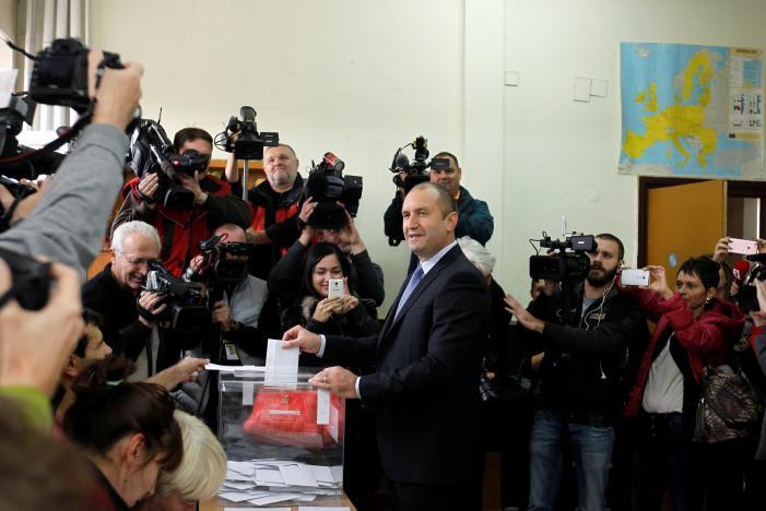 В первом туре президентских выборов в Болгарии победил Радев