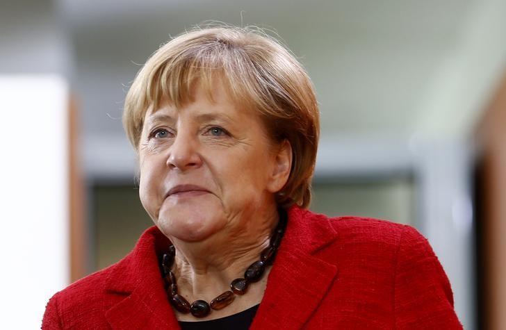 Половина германцев выступили зановое выдвижение Меркель напост канцлера