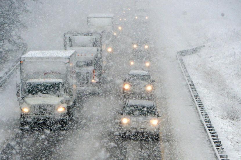 Снегопад фактически парализовал Средний Запад Америки