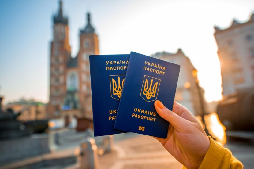 Депутаты Европарламента призвали ускорить получение безвиза для Украины
