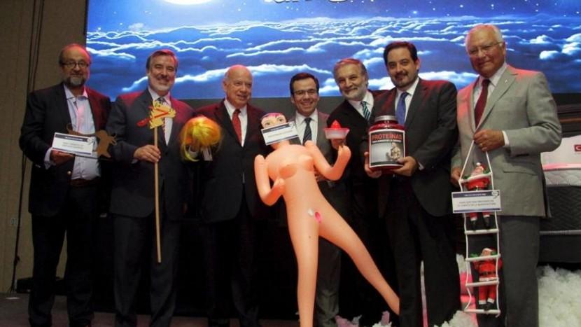 Министр оказался в центре скандала из-за секс-куклы