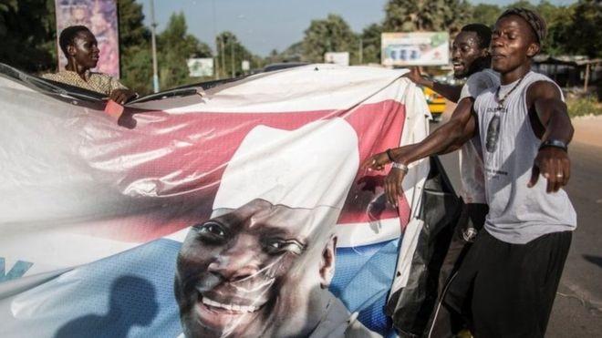 Диктатор признал поражение на выборах и уходит