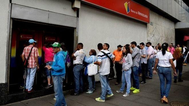 В Венесуэле из-за рекордной инфляции выпустят новые купюры