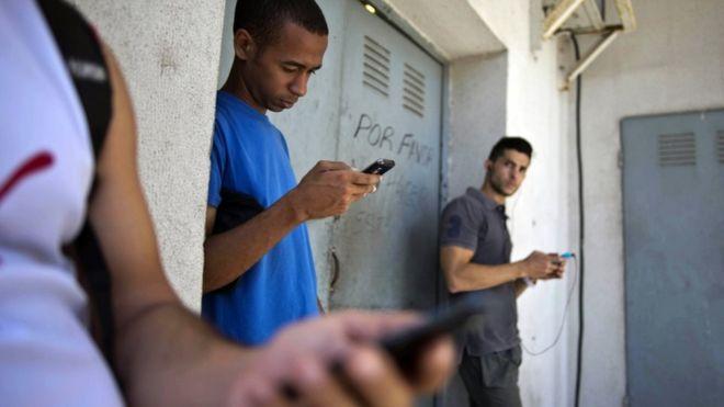 На Кубе разрешат проводить интернет в дома