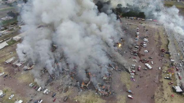 В Мексике десятки людей погибли при взрыве на рынке фейверков